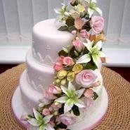 wed_floral_cascade1__640x480_.jpg
